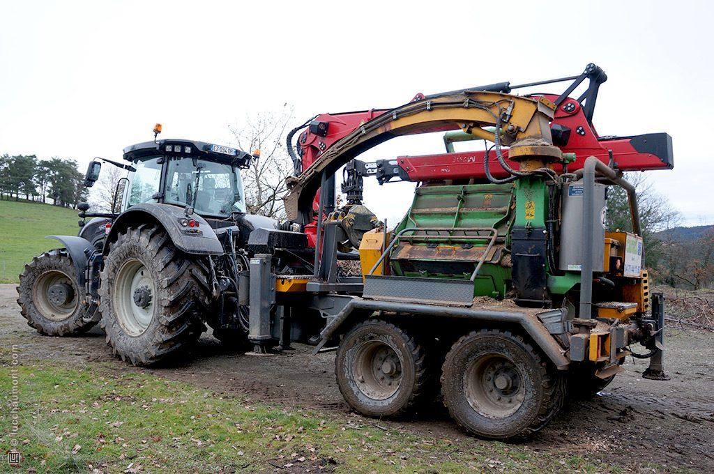 Machine à transformer les arbres en copeaux